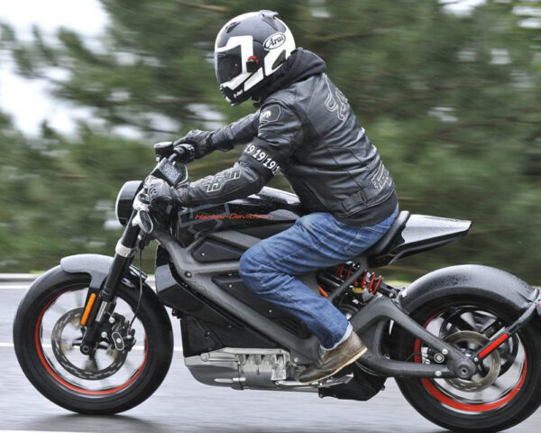 Motorrijles, try the bike, motorrijbewijs, motorrijschool Harderwijk en Zeewolde
